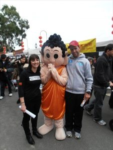 20130518_20_matt-and-carly-with-at-buddha-mascot
